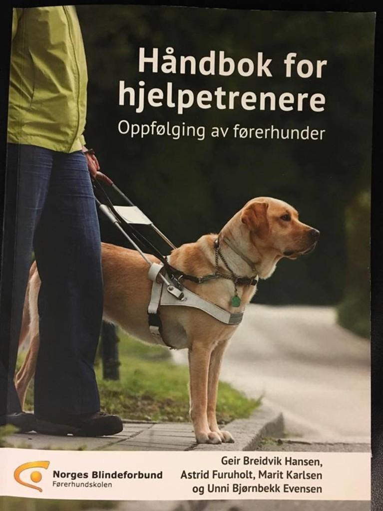 Håndbok for hjelpetrenere : Oppfølging av førerhunder
