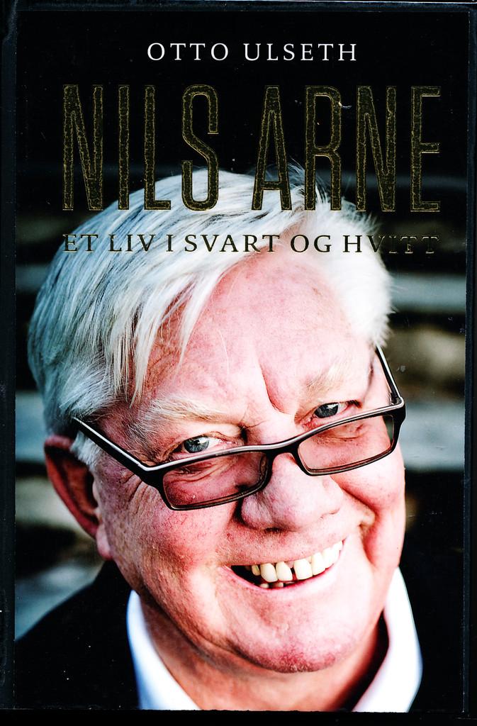 Nils Arne : et liv i svart og hvitt